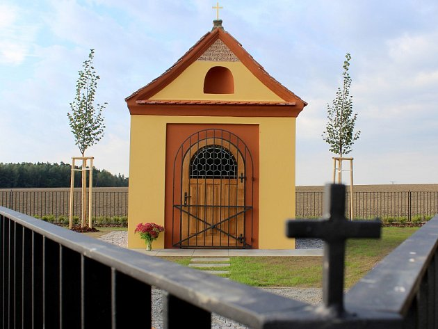 Opravená kaplička v Trhomném