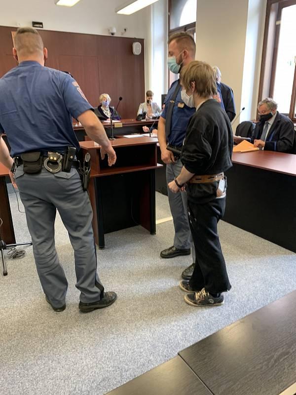 Krajský soud poslal za mříže čtyři muže za znásilňování.