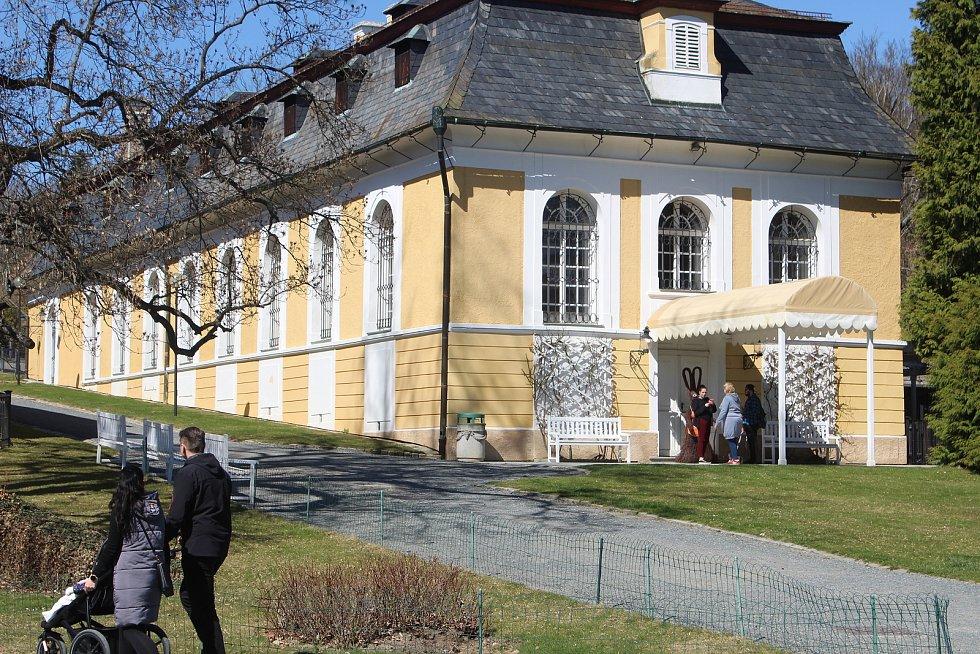 Lovecký zámek nedaleko Šťáhlav navštívily v neděli stovky lidí