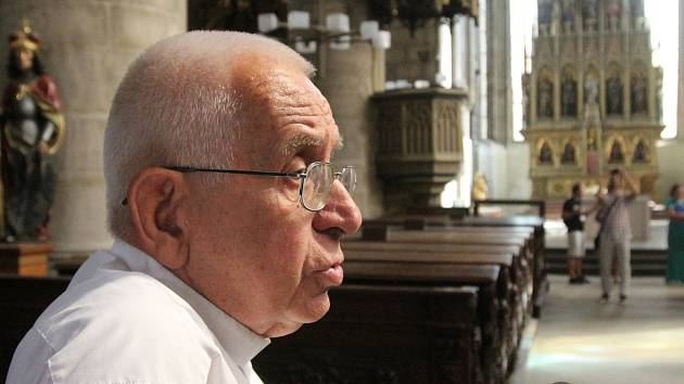 Farář kostela sv. Bartoloměje Emil Soukup.