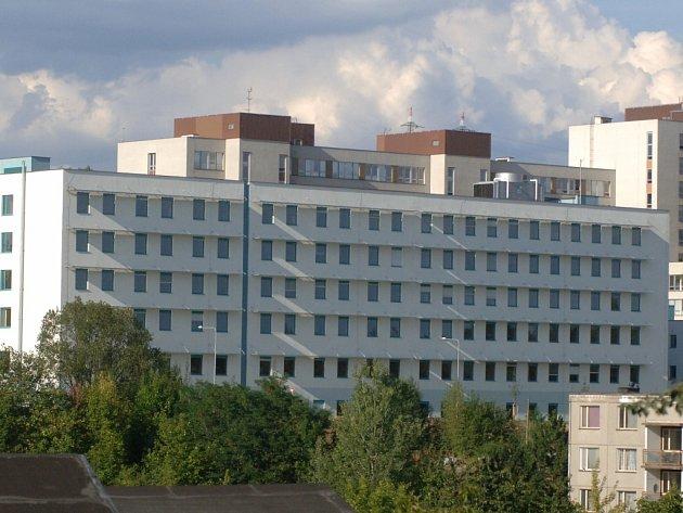 Budova porodnice fakultní nemocnice v Plzni.