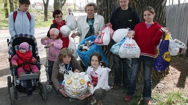 Školáci z Touškova přivezli největší úlovek, osmikilovou hlavu z hliníkového odpadu. Akci Velká hliníková koulená pořádalo v sobotu občanské sdružení IRIS