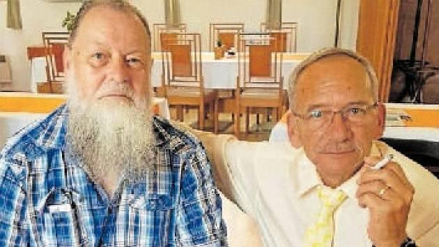 SENÁTOŘI A PŘÁTELÉ. Starosta plzeňských Slovan Lumír Aschen-brenner (vlevo) a nedávno zesnulý Jaroslav Kubera.