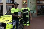 Jan Rajchart (vpravo) bude ve zbytku sezony jezdit za tým Ethic Sport Cycling.