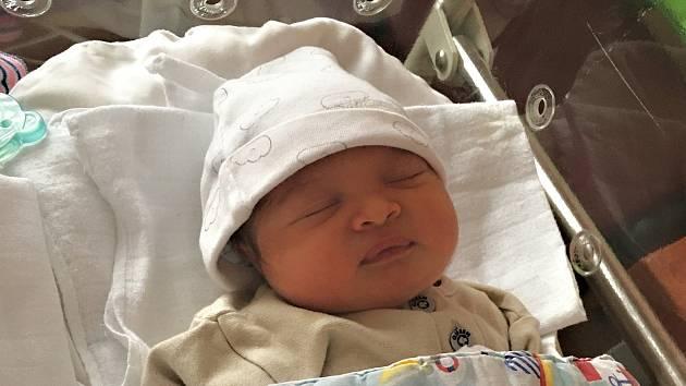 Oliver Sabo se narodil 16. prosince v 9:32 rodičům Veronice a Markovi z Plzně. Po příchodu na svět ve FN na Lochotíně vážil jejich prvorozený vytoužený synek 3660 gramů a měřil 50 centimetrů.