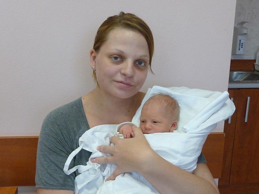 Marek (3,08 kg, 49 cm) se narodil 22. listopadu v 17:02 ve FN v Plzni. Na světě ho přivítali rodiče Ludmila a Jan Hrdonkovi z Drmoulu. Doma se na brášku těší dvouletý Honzík