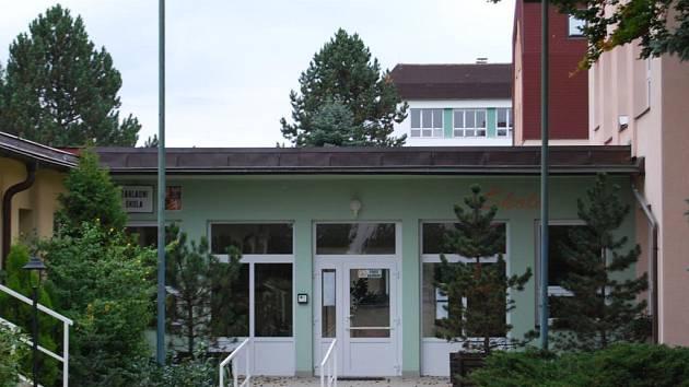 Vchod do Základní školy v Blovicích