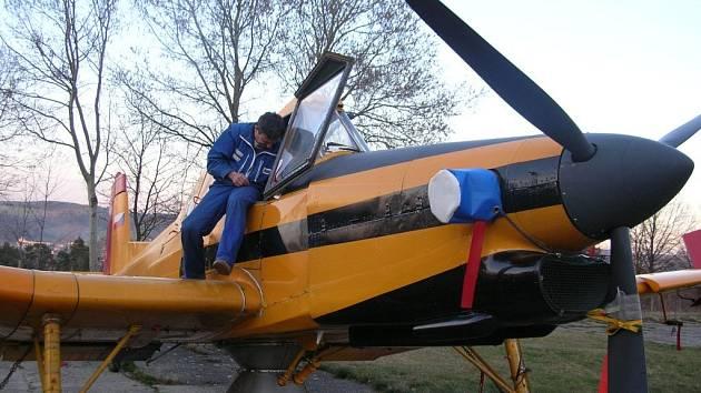 Na plochách Aeroklubu Plasy teď stojí pouze místní letadla, ale během příštího víkendu jich přibude. Stejně jako lidí. Do Plas se chystá už pátý Den ve vzduchu
