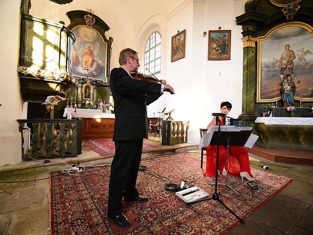 Houslista Miroslav Vilímec a akordeonistka Jarmila Vlachová