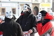 Demonstrace proti mezinárodní smlouvě ACTA se na náměstí Republiky v Plzni zúčastnilo asi 150 lidí