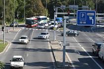 Čtyřproudovou dopravní tepnu, která v minulosti odřízla historické centrum Plzně od řeky Mže, považují odborníci za jeden z největších problémů. V budoucnu má ve Štruncových sadech vyrůst odpočinková a sportovní zóna