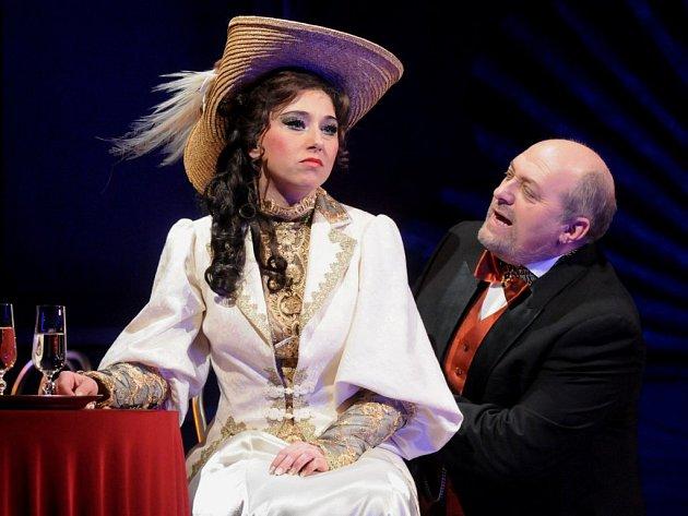 V Čardášové princezně budou hrát a zpívat také Anna Klamo jako Sylva Varescu a  Jan Ježek jako Feri von Kerekes