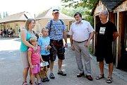 Rodina Hlaváčkova je letošním 300 tisícím návštěvníkem plzeňské zoo.
