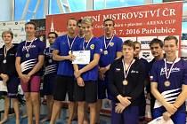 První místo získala štafeta ve složení Šperl, Kutil, Šefl a Šimáček výkonem 3:49,80 v polohovém závodě na 100 metrů  na plaveckém mistrovství republiky v Pardubicích.