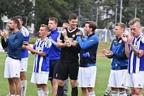 Hráči Domažlic děkuji po zápase s Litoměřickem svým fanouškům za podporu.