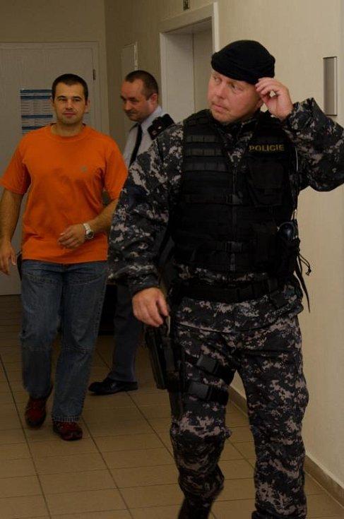Miloš Babyka u okresního soudu, který na něj uvalil vazbu