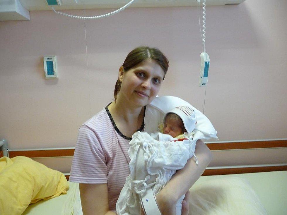 Maminka Kateřina Perníčková a tatínek Yasar Shtaya z Plzně se radují z narození Nely (2,49 kg, 45 cm). Jejich prvorozená dcera přišla na svět 27. února v 8:23 ve Fakultní nemocnici v Plzni.
