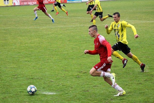 Kryštof Bílik (červený dres - číslo 24) vzápase proti Přešticím.