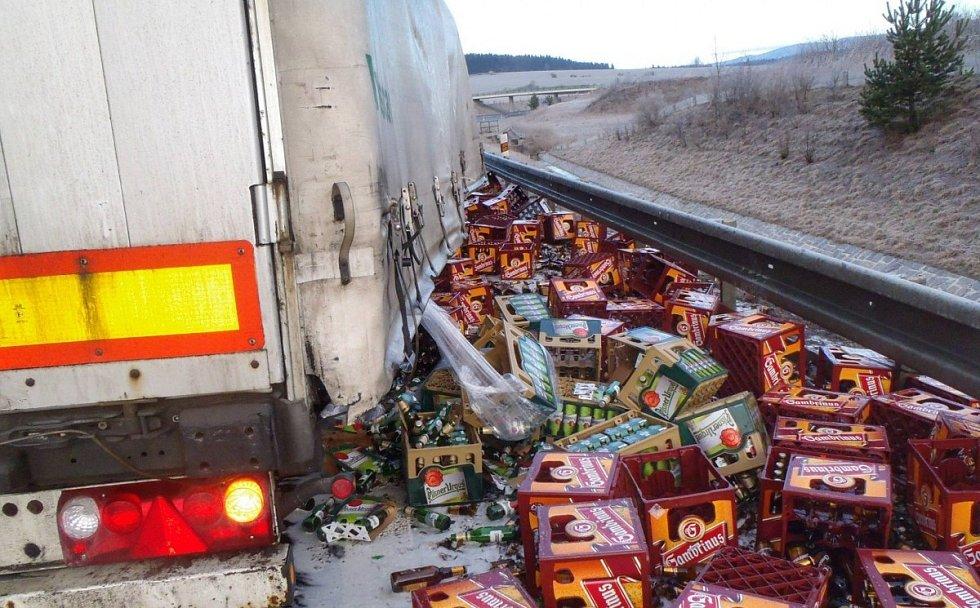 Pivaři zaplakali v únoru 2016 při dopravní nehodě u Velké Hleďsebe.