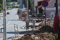 Nová místa pro parkování se objeví při pravé straně silnice ve směru do centra města a také u kina