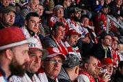 Semifinále play off hokejové extraligy - 5. zápas: HC Oceláři Třinec - HC Škoda Plzeň, 11. dubna 2019 v Třinci. Na snímku fanoušci Třince.