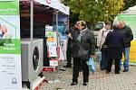 Tréninková hala a venkovní plocha u TJ Lokomotiva v Plzni na Slovanech jsou až do neděle zaplněny stánky