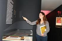 """Moderní knižní kultura ze sbírek Muzea umění v Olomouci umístěná ve výstavní síni """"13"""" Západočeské galerie v Plzni končí v neděli 16. října."""