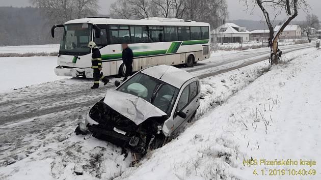 Dopravní nehoda u Šťáhlav na Plzeňsku.