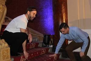 Petr Vančura předvádí techniku správného pádu