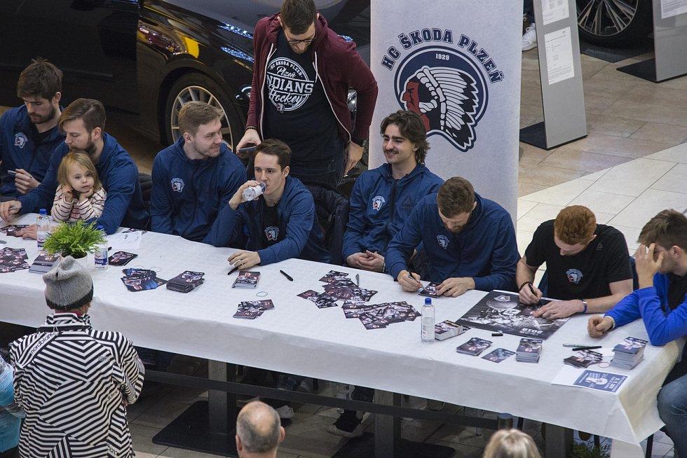 Křest kalendáře a autogramiáda hokejistů HC Škoda Plzeň