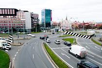 Nové přechody mají přetnout Sirkovou ulici (vlevo), Pražskou (uprostřed) i Tyršovu (vpravo). Dostat se z historického jádra města k pivovaru nebo pod Hamburk tak bude mnohem snazší