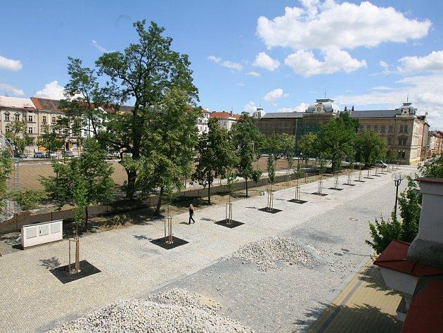 Rekonstrukce končí. Rozsáhlá obnova parku na Mikulášském náměstí dospěla do svého konce. Park by měl být slavnostně otevřen  v září letošního roku. Obnova přišla na 36 milionů korun