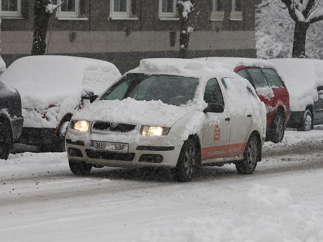Předpovědi meteorologů se naplnily. Plzeň pokryla první pořádná sněhová peřina