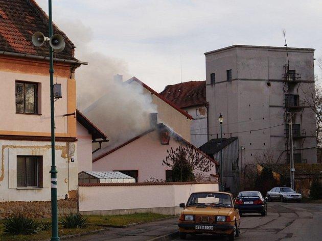 Požár garáže a dílny v Městě Touškově