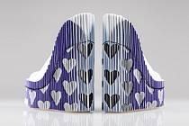 Studentka Tereza Švolíková vytvořila koženou obuv, při jejímž pohybu vzniká iluze blikání obrazů