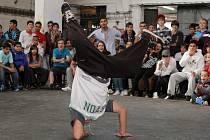 Amatérští tanečníci street dance přilákali do světovaru na tři sta diváků