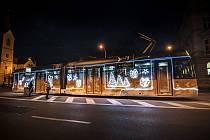 Vánoční tramvaj na Chodském náměstí v Plzni
