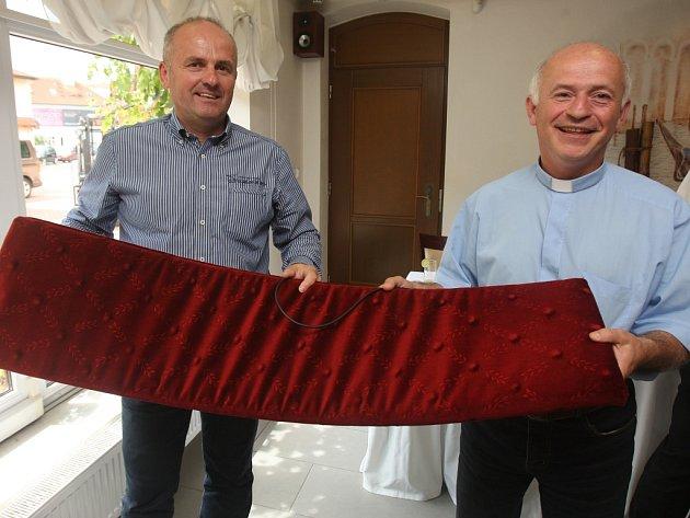 Sv. Vít dostane vyhřívané lavice z Letin