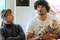 Kati Pikkarainen a Victor Cathala přijeli do Plzně i se synem Leevim