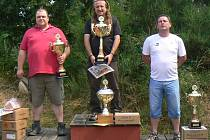 V hlavní kategorii mužů zvítězil Martin Divíšek, vlevo stříbrný František Hondl, třetí skončil Lubomír Michálek