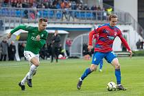 Plzeňský záložník Jan Kopic (vpravo) v květnovém zápas s Jabloncem v Doosan Areně, který viktoriáni vyhráli 2:1.