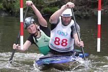 V kategorii kanoí dvojic (C2) úspěšně zvládly nepříliš náročnou slalomovou trať na Radbuze i smíšené posádky