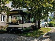 Nehoda trolejbusu na křižovatce ulic Sokolská a Dlouhá v Plzni-Lobzích