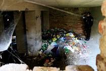 Úklid míst, kde táboří bezdomovci, se v úterý konal po celé Plzni.