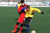 Fotbalisté Doubravky (ve žlutém dresu) vyhráli na domácím turnaji i své druhé utkání. Po úvodním vítězství nad Touškovem nedali šanci ani Vejprnicím