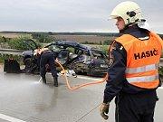 Čtvrteční tragická nehoda na 101. kilometru dálnice D5 si vyžádala život 24letého řidiče modrého peugeotu