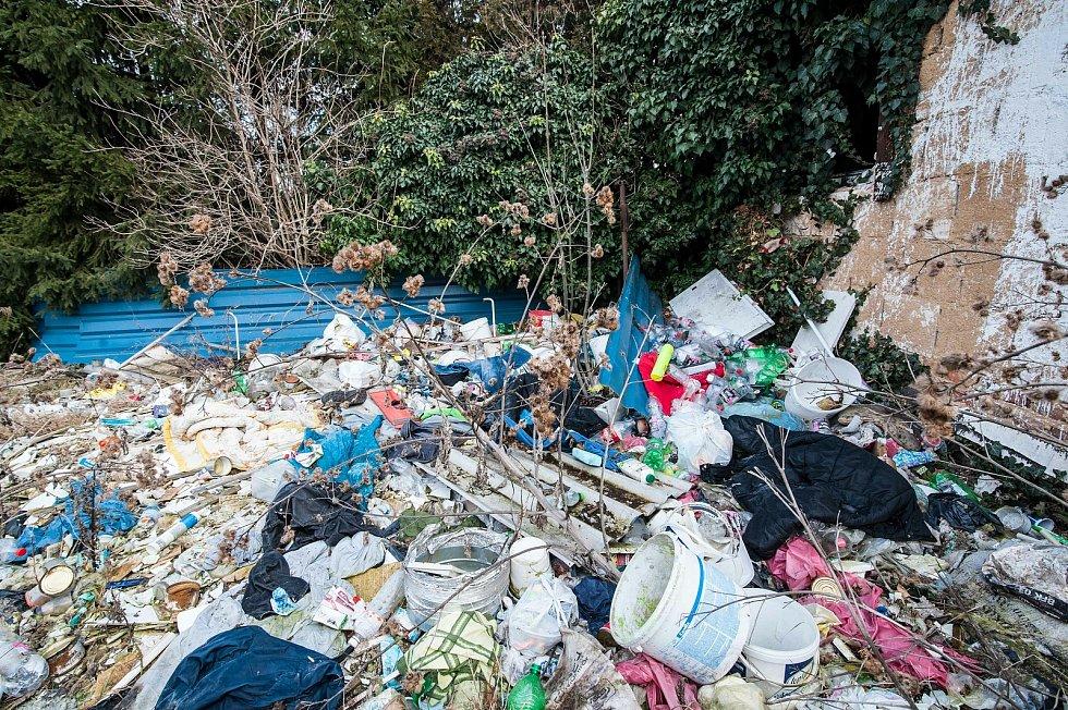 Objekt poblíž Obchodního centra Plaza nelegálně obývají bezdomovci.
