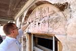Románský portál v kostele Nanebevzetí Panny Marie v Plasích