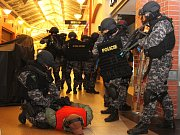 Taktické cvičení policie v OC Olympia Plzeň