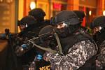 Taktické cvičení, při kterém policisté zneškodňovali teroristy, se konalo v noci ze středy na čtvrtek v obchodním centru Olympia Plzeň.